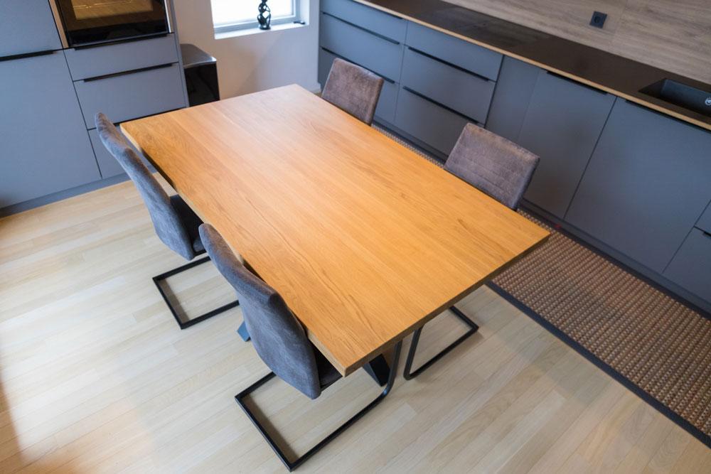 Esstisch aus Eiche | Massivholz | Tischlermöbel