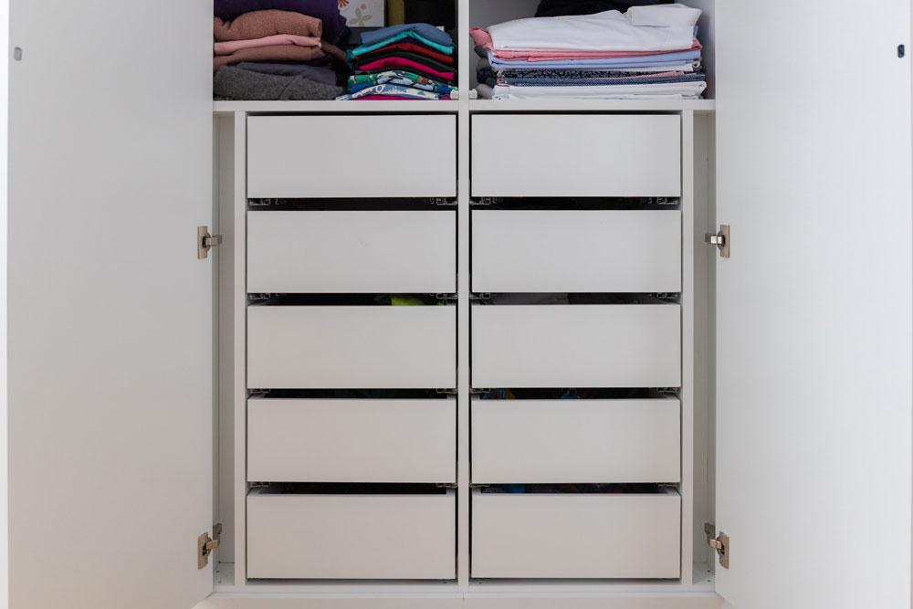 Kleiderschrank mit Schubladen vom Schreiner