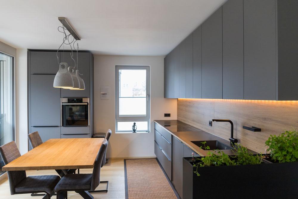 Wohnmöbel: Küche und Esstisch